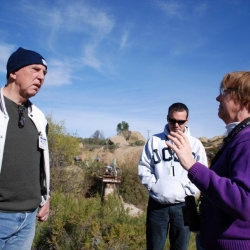 FoLARs-Lewis-MacAdams-listens-to-NASAs-Merrilee-Fellows