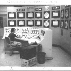 FW-John_Pace_running_reactor_at_Atomics_International_1959