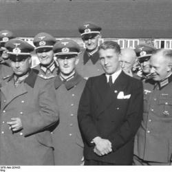 1941-Wernher von Braun with Nazis