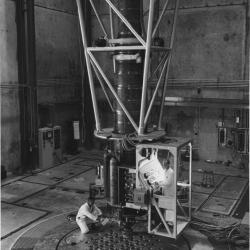 Inside_the_Sodium_Reactor_Experiment-1950