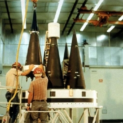 Nuclear_warheads_loaded_onto_the_PEACEKEEPER_or_MX_Missile