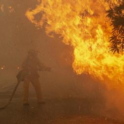 Fearless-firefighter-faces-down-Woolsey-Fire-flames