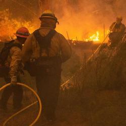 Firefighters-fight-Woolsey-Fire