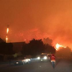 Woolsey-Fire-threatens-neighborhood