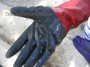 Runkle water bubbles on Simi resident Terry Matheney's gloves after the May 18, 2007 Pat-Chem sampling.
