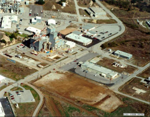 SSFL Area IV Hot Zone with plutonium fuel fabrication facility in long flat building to right next to dirt lot.