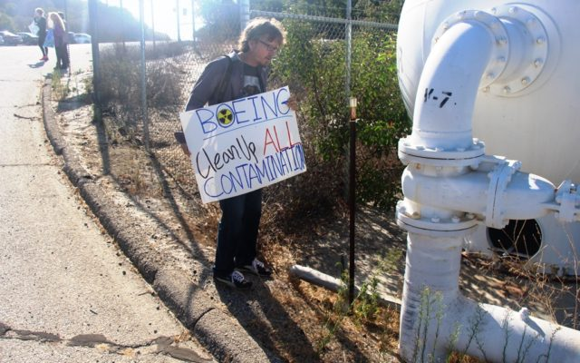 """""""Wild Bill"""" Bowling discovers possible antimony contamination at August 6, 2016 Rocketdyne Cleanup Coalition protest at SSFL entrance."""