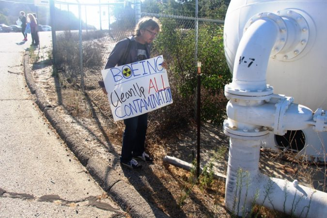 """Wild Bill"" Bowling discovers possible antimony contamination at August 6, 2016 Rocketdyne Cleanup Coalition protest at SSFL entrance."